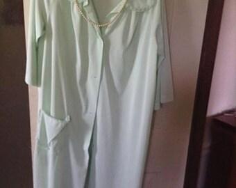 Mint green robe+ Shadowline robe Sz Sm 1960's elegance. Nylon+shadow flower pattern on the collar. Simple lace pocket+ free ship