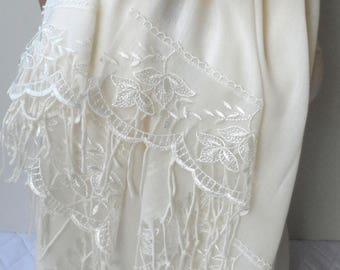 Wedding shawls Ivory Pashmina shawls Cream French Lace Dainty Lightweight Soft Cream Bridesmaid Summer Bridalshawl Christmas Shawl Gifts
