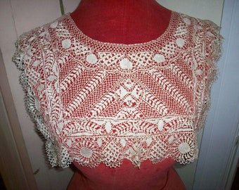 Breathtaking Collar 1800s antique lace Maltese lace ivory cream color