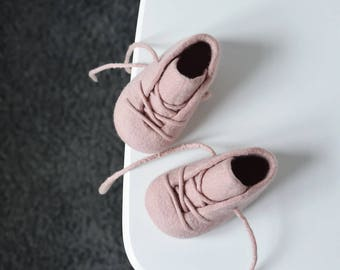 Felted baby booties in old pink - Soft merino crib shoes for baby girl - Old rose booties - Pure wool baby gift - soft sole shoes