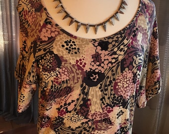 Custom Couture M Plum and tan patterned tshirt with custom multi shell necklace 1431