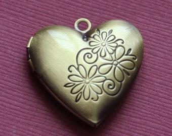 5 pcs antiqued brass heart Locket Pendant 25mm, brass locket pendant