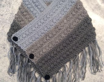 Crochet cowl with fringe