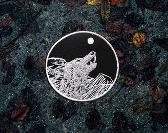 Wolf Howling Patch / Set Of 2 Patches - Black/White - Embroidered - Sew On - Jacket Patch, Travel Patch, Wolf Patch, Animal Patch | Handmade