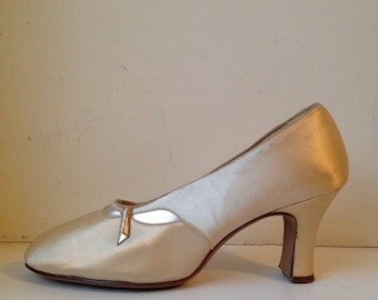 Vintage Satin Pumps / 1950s / Size 6.5