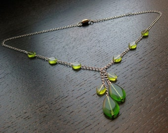 Gorgeous green faux lariat glass necklace