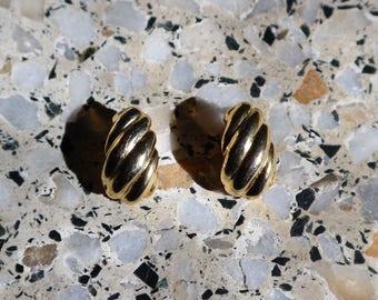 Gold earrings, clip on earrings, 80s earrings, statement earrings, grandma earrings, vintage earrings, gold jewelry