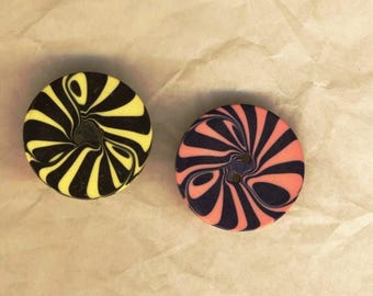 Two vintage buttons, psychedelic, graphic design pattern, 1960s buttons 20 mm