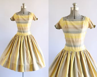 Vintage 1950s Dress / 50s Cotton Dress / Hayette Yellow Striped Dress w/ Full Skirt XS/S