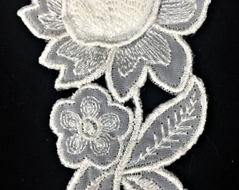 Vintage Blooming Rose Off-White Lace Applique