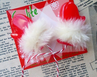 Winter Collection... Red or Black Fluffy Mittens! 1940s bakelite fakelite style novelty brooch by Luxulite