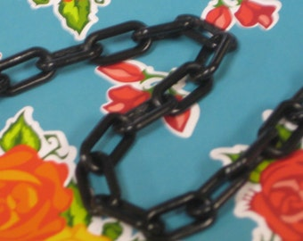 Plastic Chain, Black 9mm x 15mm links, 1 Yard