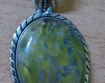 Vintage Williamsite/ Serpentine? Hand-Crafted Silver Pendant