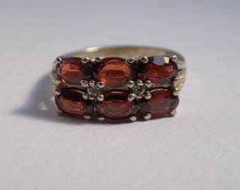 Beautiful 6 stone garnet sterling silver ring size 7 1/4