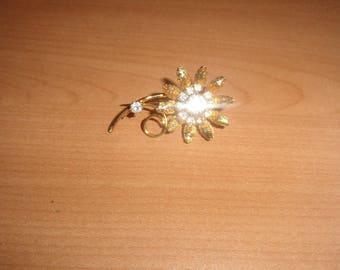 vintage pin brooch goldtone flower rhinestones
