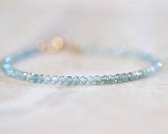 blue zircon gemstone bracelet. very sparkly blue gemstone bracelet. natural blue zircon beaded bracelet. pretty blue zircon bracelet