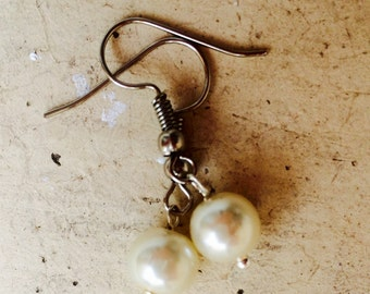 Earrings white and silver, bead set gemstones