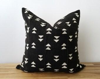 Authentische Baum Kissen, Jahrgang Mali Bogolan, Warm schwarz mit Creme Beige, geometrische, kleine Doppel-Dreiecke