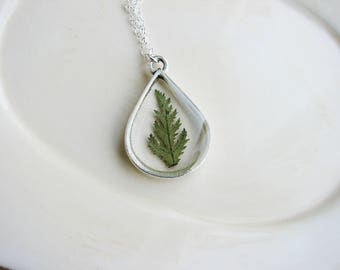 Green Fern Necklace, Pressed Flowers Necklace, Teardrop Pendant Necklace, Wedding Jewelry, Nature Jewelry, Resin Jewelry