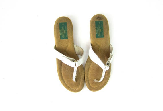 Vintage White leather Flip Flops slip on Sandals Thongs Shoes Bohemian Boho Hippie Beach Shoes Vintage Women's size 8 Sunseekers