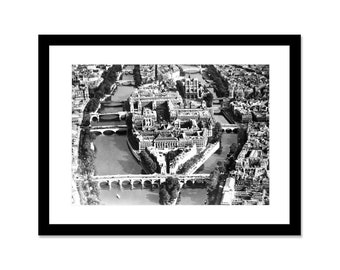 Black and white photo from island of the city and Notre-Dame de Paris in 1930