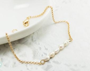 Ivory pearl bracelet, tiny pearl, pearl bracelet, gold chain bracelet, cute bracelet, friendship bracelet, gold chain, dainty bracelet