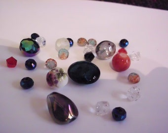 Set of 30 glass beads in mix lot