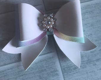 Colour changing bow