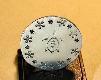 Aluminum Golf Ball Marker with Sea Turtle Design for Peace and Tranquility on the Course - GM912