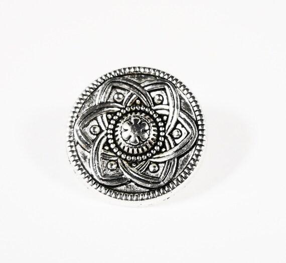 Silver Shank Buttons, 13mm Celtic Flower Buttons, Antique Silver Metal Buttons, Wrap Bracelet Buttons, Sewing Supplies, Craft Supplies 5pcs