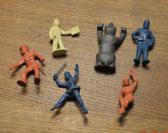 6 Marx Toys,Paper Boy, Grey Bear,Acrobat Female ,Female Elephant Rider,Popcorn Man , Police Officer ,all good condition
