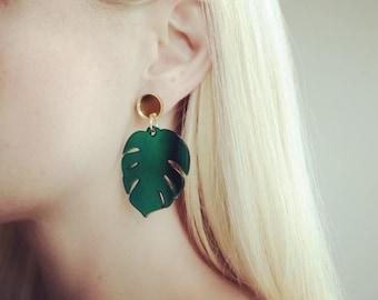 Monstera drop earrings