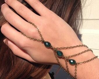 Emerald Green Gem // Bohemian Hand Chain // Slave Bracelet // Festival Hand Chain // Emerald Boho Hand Jewelry // Wedding Hand Chain