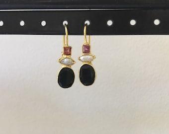 Onyx, pearl and garnet earring