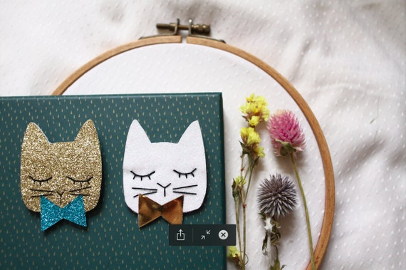 Party cat brooch