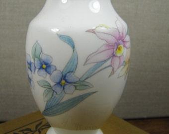 Christopher Stuart Bone China Bud Vase - Pattern Y1521