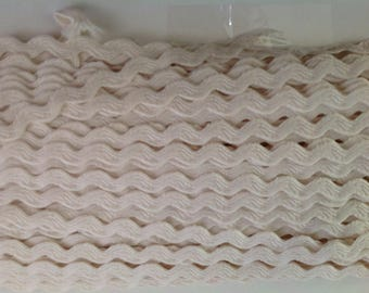 Ric rac ribbon sold by the meter, cream