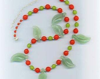 Vintage Red Cherry Bead Bakelite Necklace. Mint Green Aventurine Carved Leaves. Art Deco 1940s- Christmas Necklace by enchantedbeads on Etsy