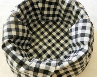 "Basket Liner, Table Topper, Bread Cloth, Fruit Bowl Liner, Centerpiece, Black and White ""PICNIC PLAID"". Handmade Table Linens"