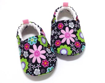 Flower Baby Shoes, Baby girl gift, Soft Sole Baby Shoes, Black Baby Booties, Baby Shower Gift, Floral Toddler slippers, baby moccasins