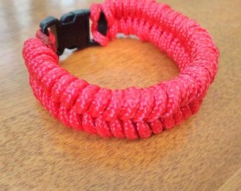 Red Fishtail 325 Paracord Bracelet With Black Buckle