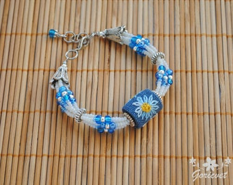 Bead bracelet Daisy flower Embroidered jewelry for women Gift for daughter Flower jewelry White blue jewelry Embroidered bead daisy bracelet