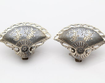 Vintage Siam Sterling Silver and Black Neillo Engraved Fan Clip Earrings. [7581]