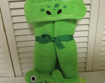 Frog hooded towel and bath mitt