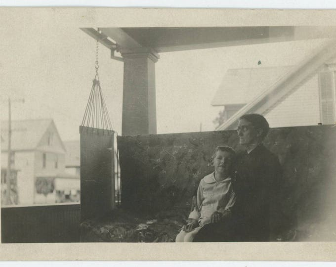 Vintage  Snapshot Photo: Porch Swing, 1910s (711623)