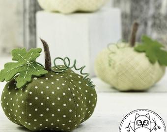 PUMPKIN SEWING PATTERN. pumpkin pattern. pumpkin pincushion. Halloween pumpkin. pincushion pattern. pdf sewing pattern. © Blue Owl Land