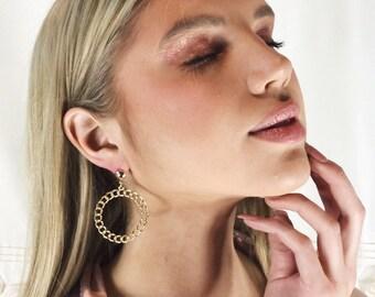 Gold hoop earring, hoop earring, stylish hoop earring, small hoop earring, Minimalist Jewelry, everyday jewellery, lightweight earrings