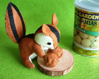 Felt toys DIY -Squirrel love nuts-PDF pattern and instructions-via Email- T23