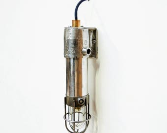 Small anti-deflagration wall light with fence