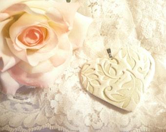 Wedding Bouquet Charm Heart, Leaves Nature Theme, Ivory Light Green, Custom Colors, Keepsake Ornament, Bride Gift, Bridesmaids Gift